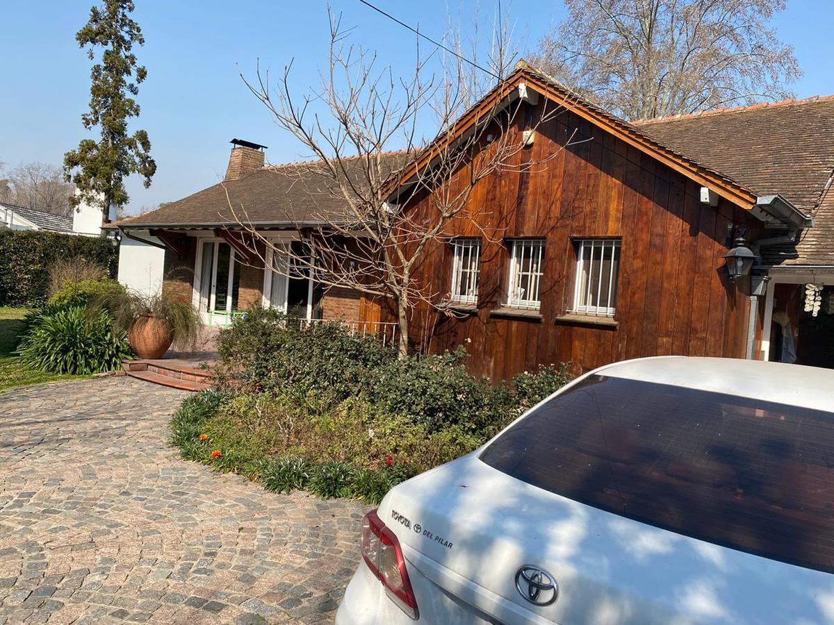 Foto Casa en Venta en  Malvinas Argentinas ,  G.B.A. Zona Norte  Velazquez al 1300