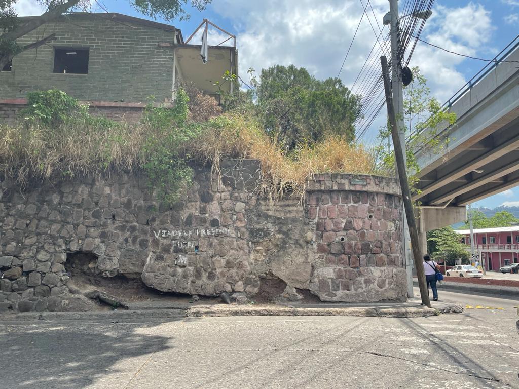 Foto Campo en Renta | Venta en  La Granja,  Tegucigalpa  Terreno Comercial de Esquina en La Granja, Tegucigalpa
