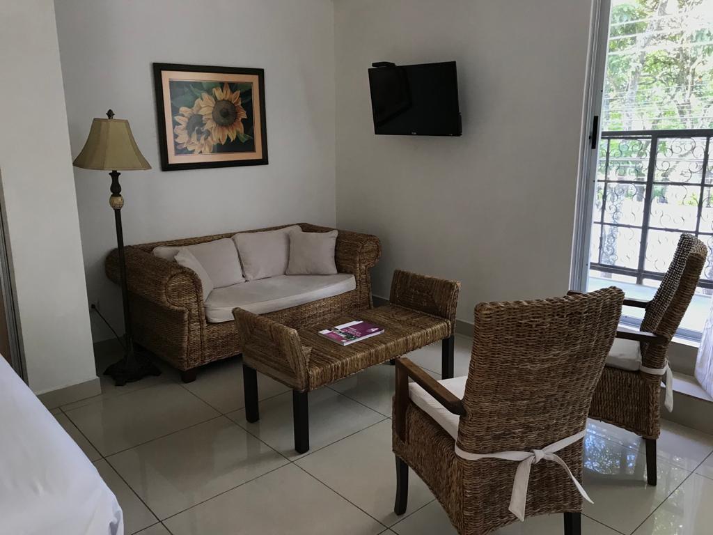 Foto Departamento en Renta en  San Rafael,  Escazu  Escazú/ Los Laureles/ tipo estudio/ Amueblado/Incluye cable y agua