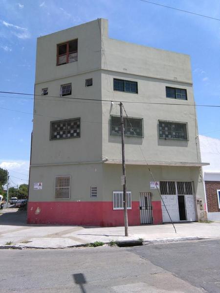 Foto Casa en Alquiler en  Parque Avellaneda ,  Capital Federal  VIVIENDA y GALPÓN - Mozart y Echeandía