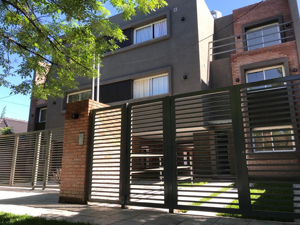 Foto PH en Venta en  Ituzaingó ,  G.B.A. Zona Oeste  Castelao al 400