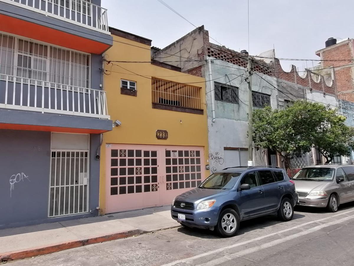 Foto Casa en Venta en  Barrio Santiago,  León  Casa NUEVA en VENTA o RENTA en el Barrio de Santiago, en el centro de la ciudad, dos recámaras, dos frentes, muy bonita!