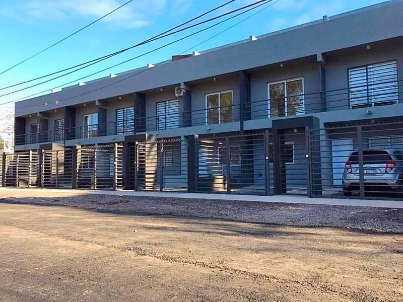 Foto Departamento en Venta en  Don Torcuato,  Tigre  Venta Triplex. 4 amb. con cochera