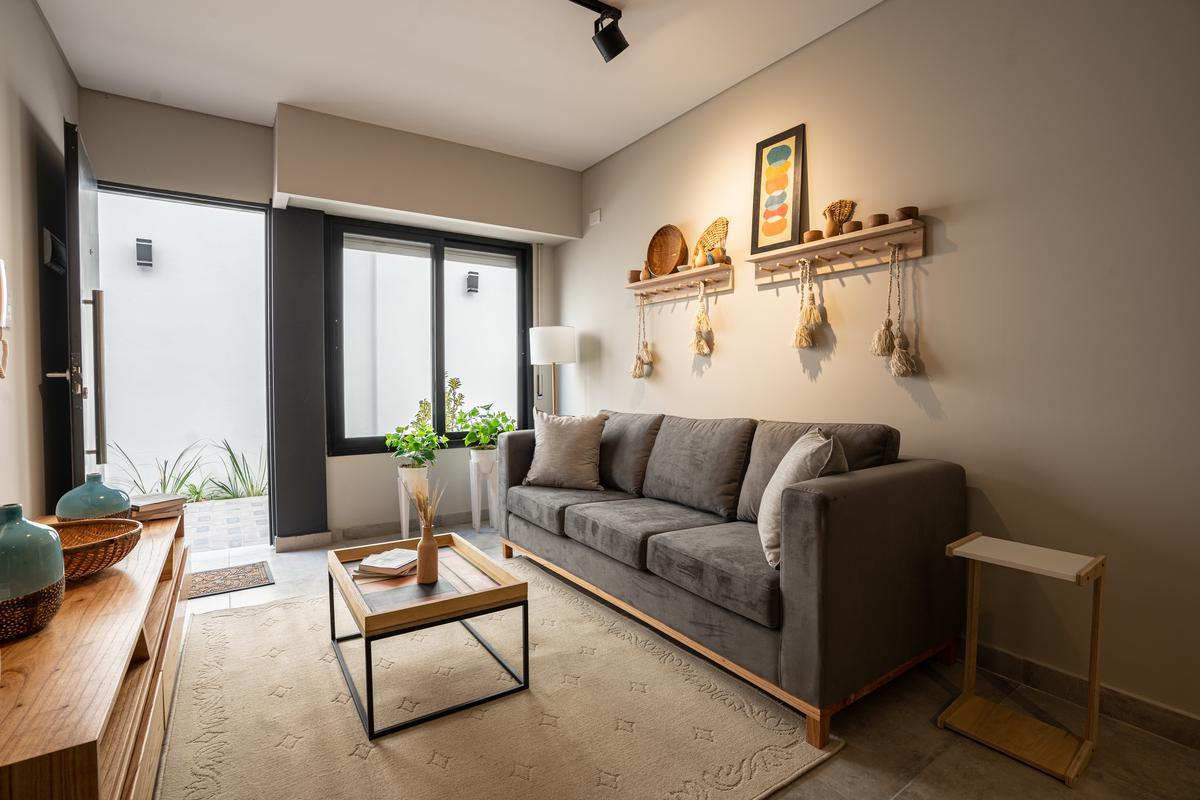 a extrenar venta Departamento 2 dormitorios planta baja- Pichincha