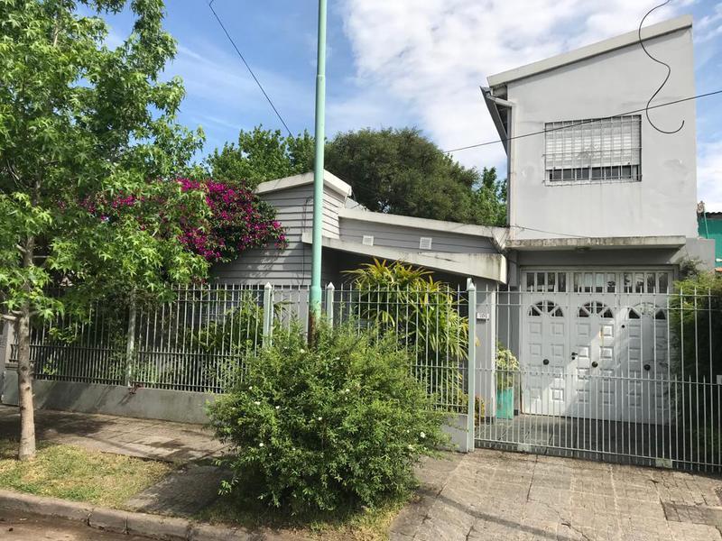 Foto Casa en Venta en  Temperley Oeste,  Temperley  PICHINCHA 1371  e/ San Roque y San Isidro