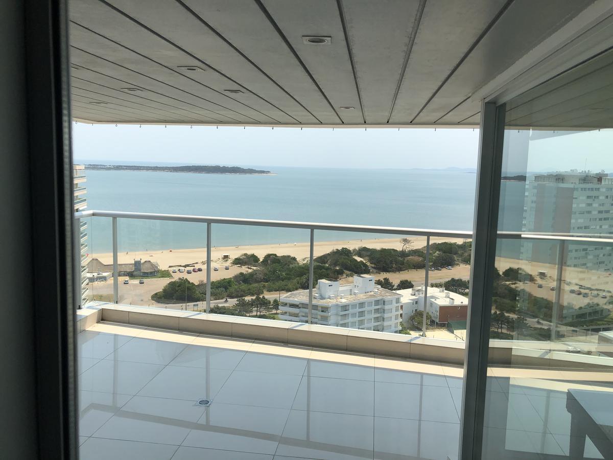 Foto Apartamento en Venta | Alquiler en  Playa Mansa,  Punta del Este  Miami Boulevard - Piso alto 3 y serv. suite y Terraza con Parrillero