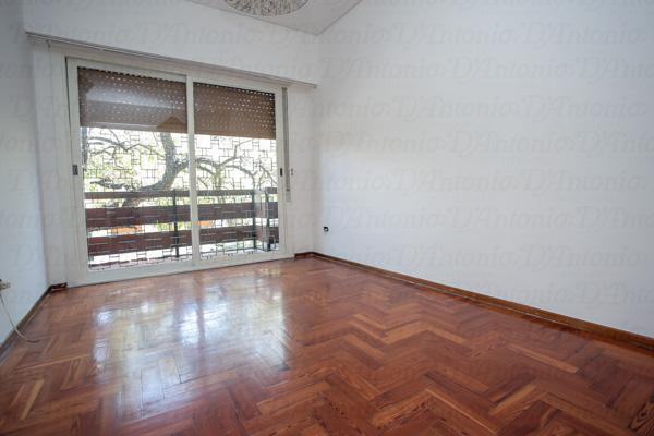 Foto Casa en Venta en  Parque Chacabuco ,  Capital Federal  Thorne al 500