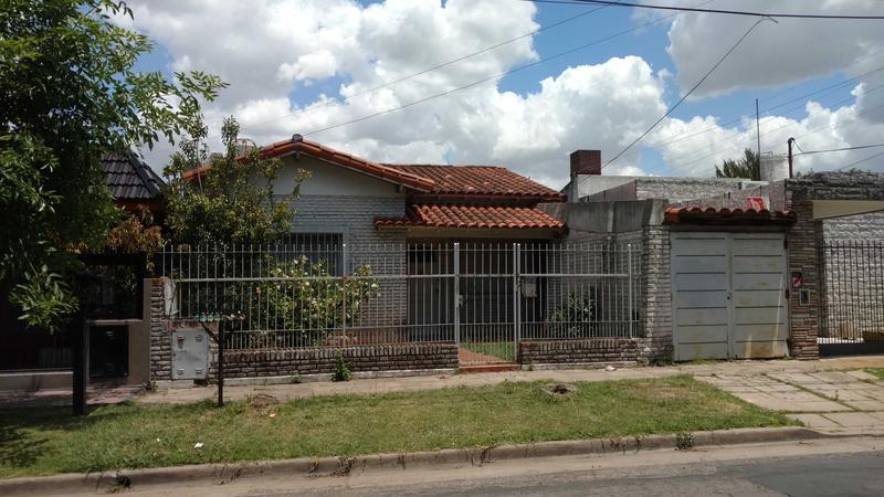 Foto Casa en Alquiler en  Ituzaingó,  Ituzaingó  Ombu al 500