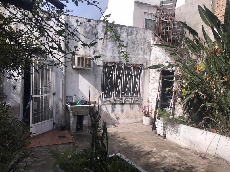 Foto Casa en Venta en  Lomas de Zamora Oeste,  Lomas De Zamora  Andrade 2381