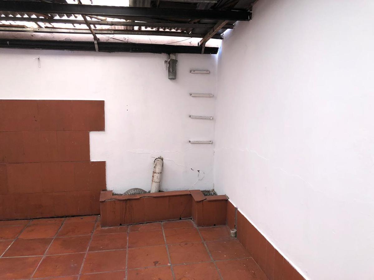 Foto Local en Alquiler en  Vicente López ,  G.B.A. Zona Norte  Av. Maipu al 500