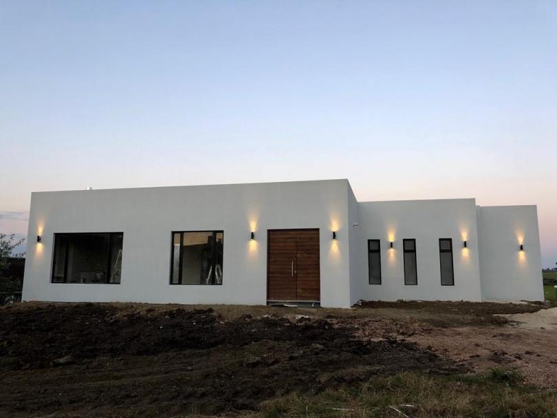 Foto Casa en Venta en   Colinas de Carrasco,  Countries/B.Cerrado (Carrasco)  Hermosa casa de diseño