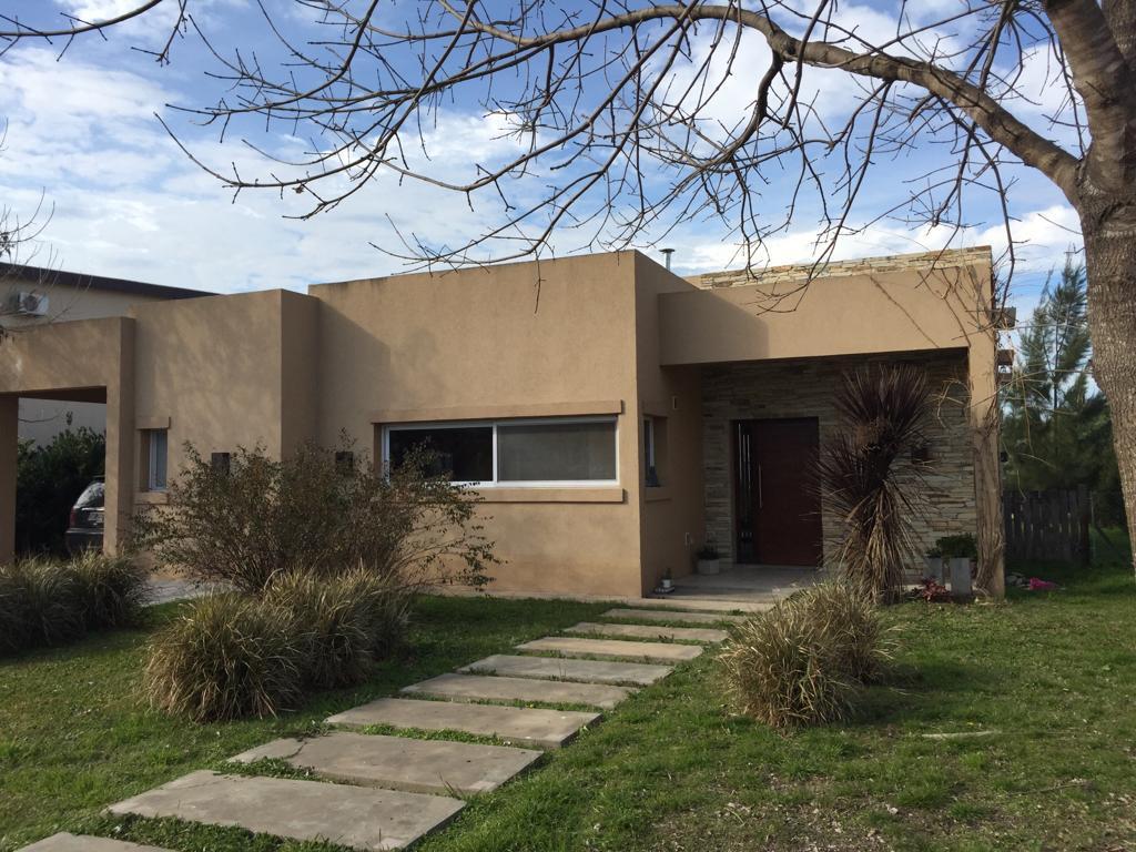 Foto Casa en Venta en  Manzanares Chico,  Countries/B.Cerrado  Av Mitre al 400