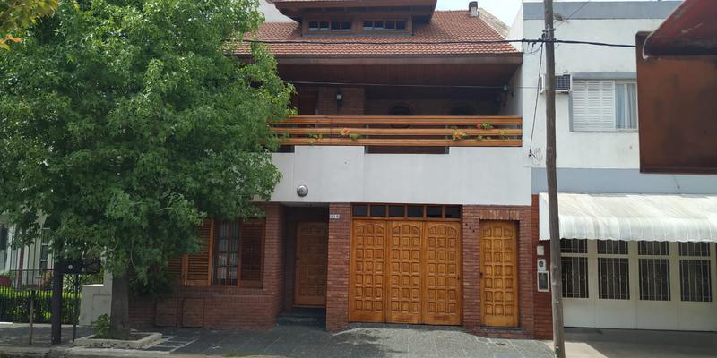 Foto Casa en Venta en  Valentin Alsina,  Lanus  Itapiru  500