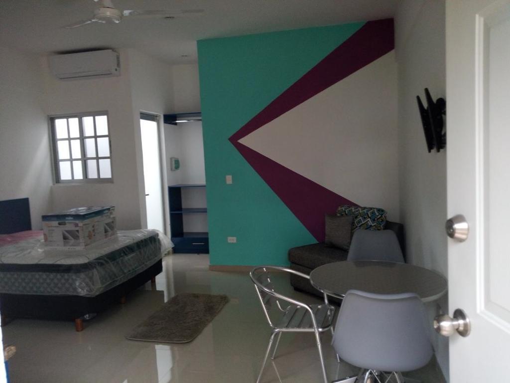 Foto Departamento en Renta en  Fraccionamiento Pedregales de Tanlum,  Mérida  Departamento amueblado tipo estudio, a 5 minutos Hospital del IMSS Benito Juárez, en zona súper segura, a 200 mts de Faculta de Contaduría, con estacionamiento, baño propio.