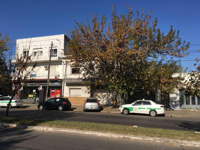 Foto Casa en Venta en  La Plata,  La Plata  Avda. 7 e/ 77y78 (casa c/galpón)