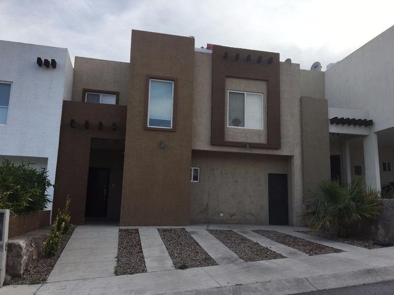 Foto Casa en Renta en  Fraccionamiento Senda Real,  Chihuahua  Renta Casa amueblada
