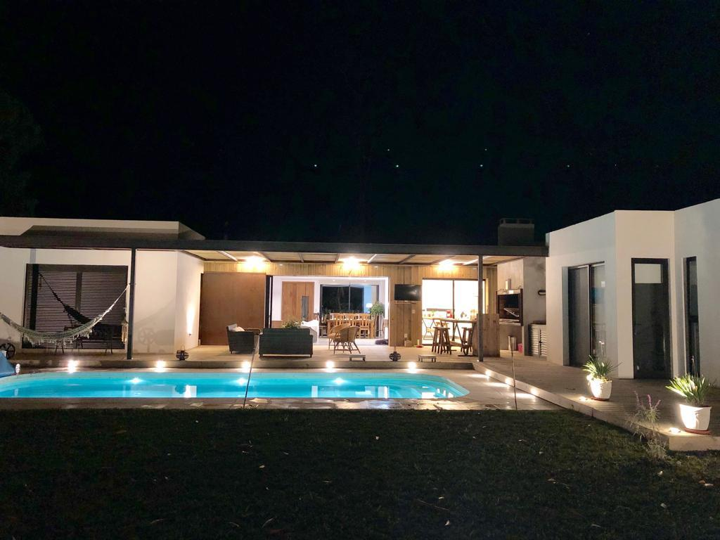 Foto Casa en Venta en  Punta del Este ,  Maldonado  Casa de 4 dormitorios en venta en  Design Village / Punta del Este