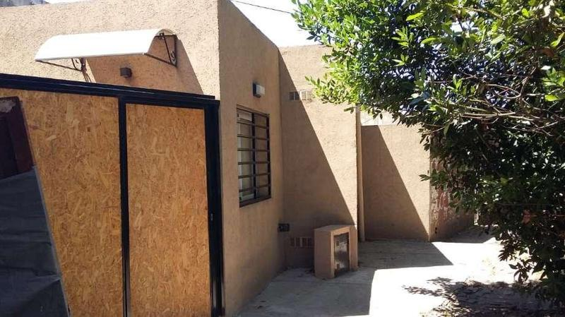Foto Casa en Venta en  Moron ,  G.B.A. Zona Oeste  Cañada de Ruiz al 400