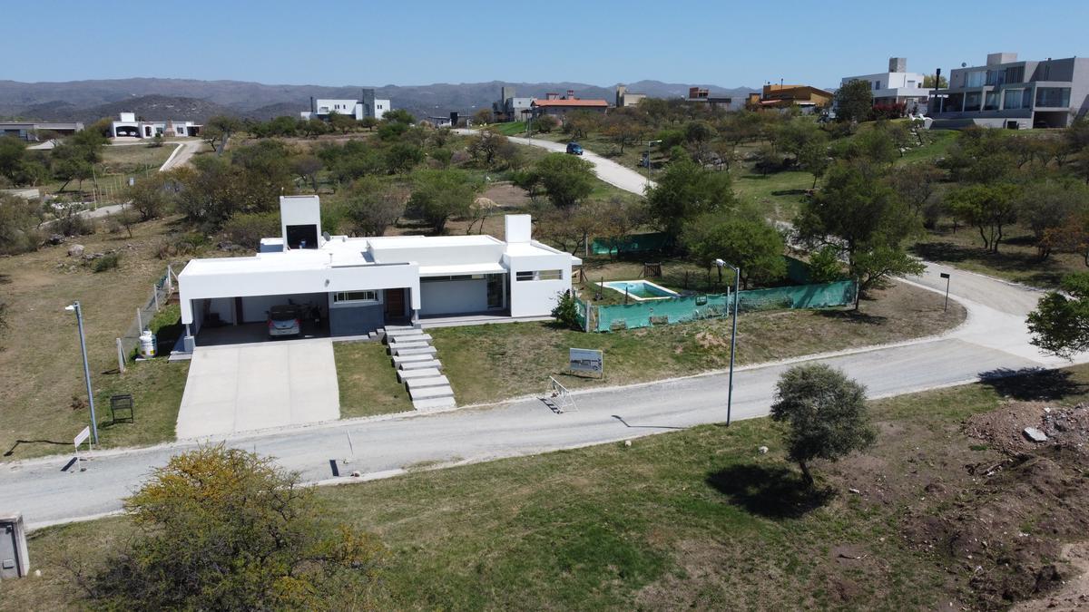 Foto Casa en Venta en  Alta Gracia,  Santa Maria  OPORTUNIDAD ! Moderna Casa en Alta Gracia Country Golf