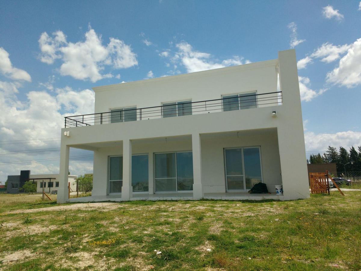 Foto Casa en Venta en  San Gabriel,  Villanueva  Hermosa casa en venta. 5 ambientes. Vista a la laguna. Detalles de calidad.