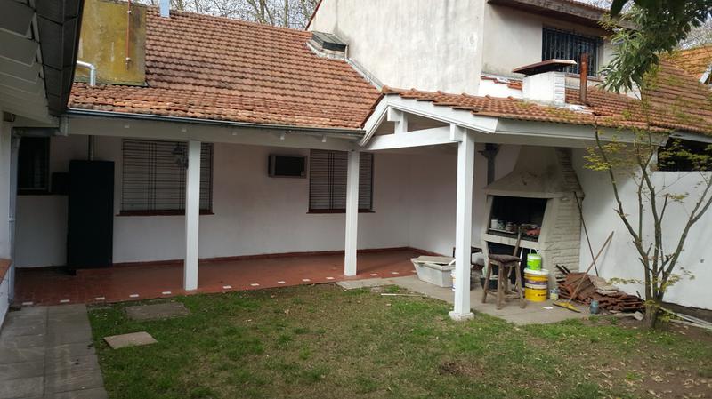 Foto Casa en Alquiler en  Adrogue,  Almirante Brown  ROCA 330, Entre Canale y amenedo