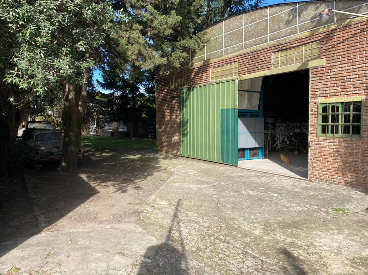 Foto Galpón en Venta en  Berazategui ,  G.B.A. Zona Sur  Calle 119 entre Rigolleau y 15 Berazategui