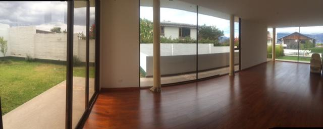 Foto Casa en Alquiler en  Quito ,  Pichincha  SE VENDE CASA POR ESTRENAR EN JACARANDA.