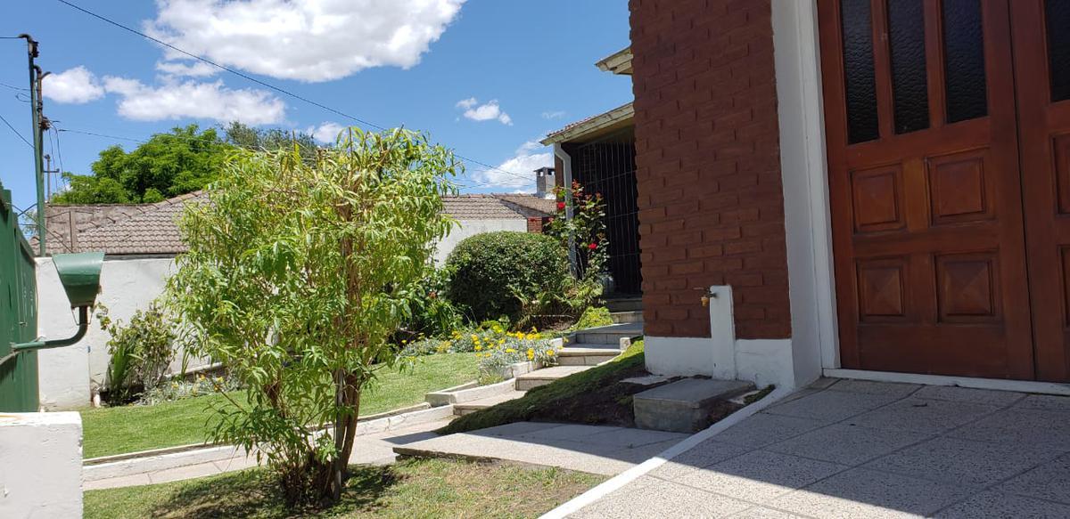 Foto Casa en Venta en  Cerrito,  Mar Del Plata  JURAMENTO 2400