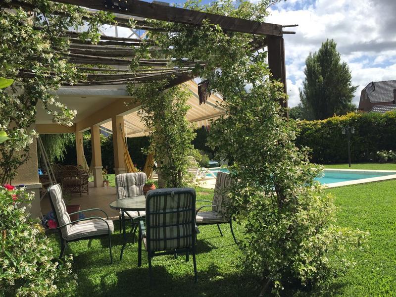 Foto Casa en Venta en  El Lauquen,  Countries/B.Cerrado  CANNING