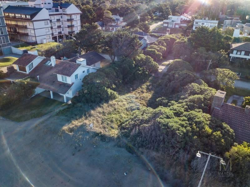 Foto Terreno en Venta en  Lasalle,  Pinamar  Lote frente Avenida del Mar  y  a Burriquetas