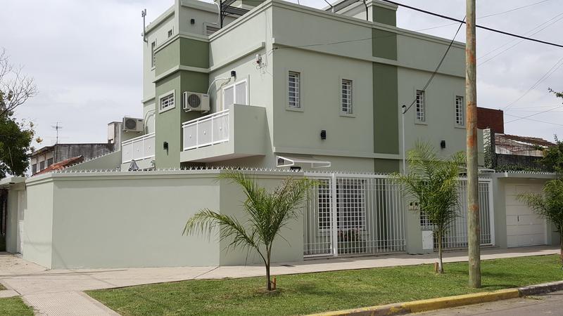 Foto Casa en Venta |  en  Lomas de Zamora Oeste,  Lomas De Zamora  MONSEÑOR CHIMENTO al 1500