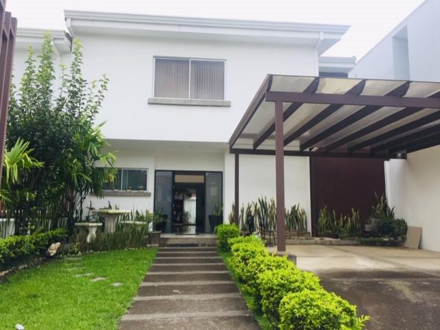 Foto Casa en Venta en  Escazu,  Escazu  Escazú / 3 habitaciones + oficina / 4 parqueos / Terraza / Bar