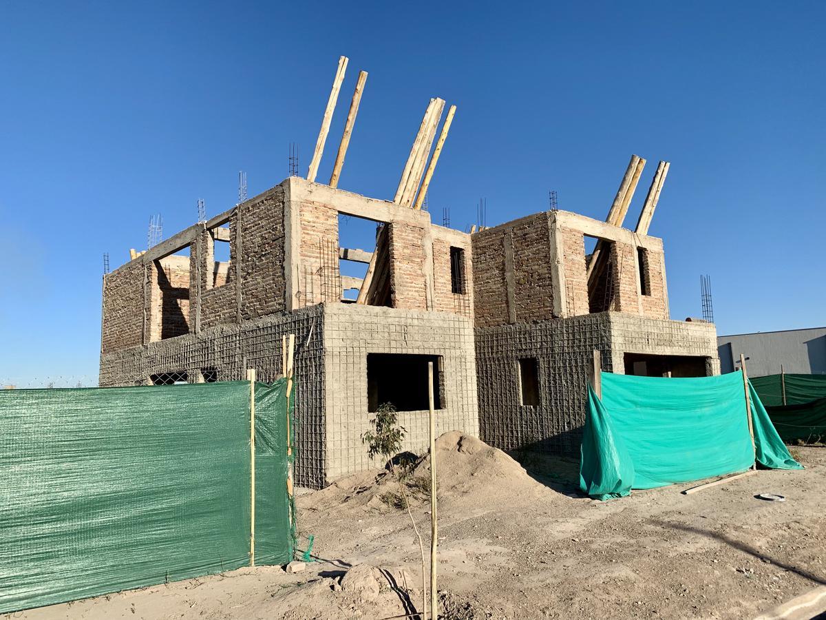 Foto Casa en Venta en  Guaymallen ,  Mendoza  Obra Gruesa en  Las Cortaderas 2da Etapa.
