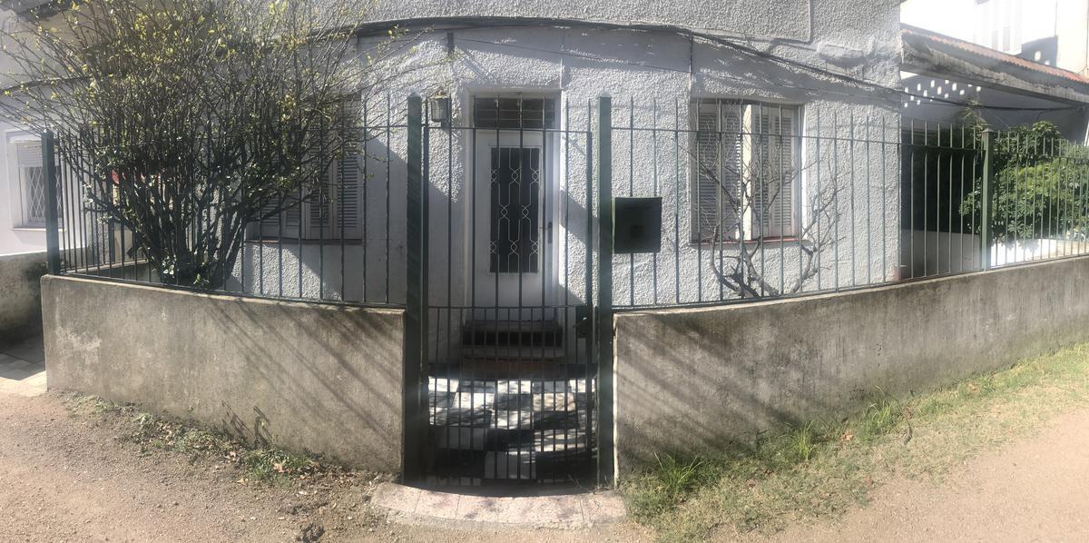 Foto Apartamento en Alquiler en  Bella Vista ,  Montevideo  Larrobla esq Agraciada - 2/3 Dorm - cochera - patio
