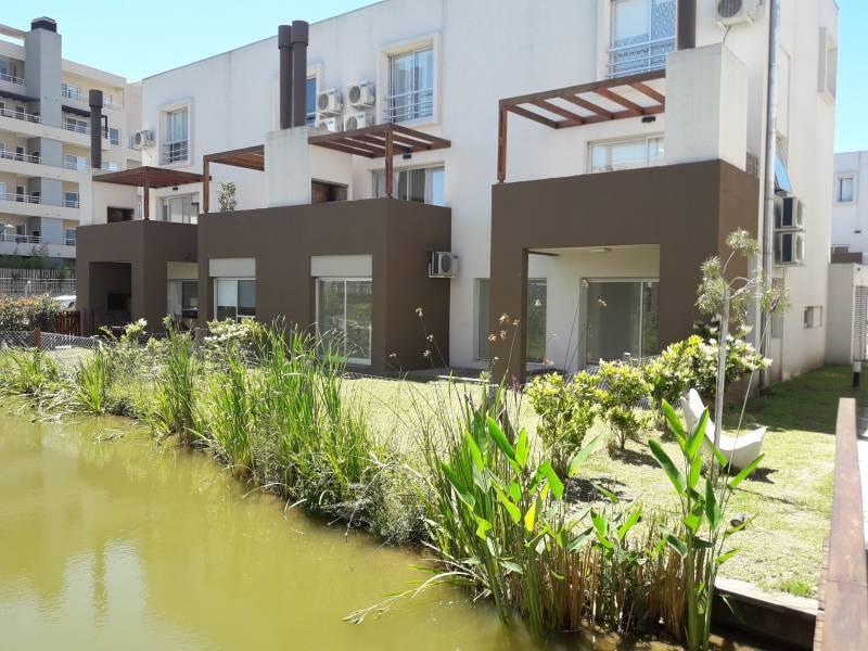 Foto Departamento en Venta en  Lago del Sendero,  El Sendero  Planta baja de 3 dormitorios con jardin al agua en  Nordelta -Lago del Sendero !!