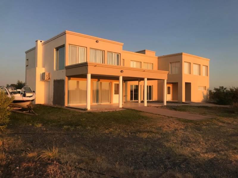 Foto Casa en Venta en  Mari Menuco,  Confluencia  Villa Tenis Club 100