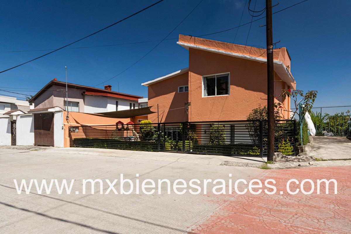 Foto Casa en Venta   Renta en  Lomas de Tecamachalco,  Huixquilucan  Casa en cerrada