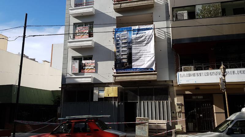 Foto Departamento en Venta en  Mataderos ,  Capital Federal  Artigas al 5.900 semipiso 3 ambs de categoría, con cochera, balcón terraza y parrilla