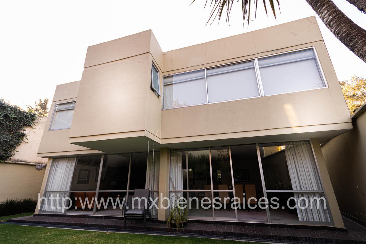 Foto Casa en Venta en  Bosque de las Lomas,  Miguel Hidalgo  Casa con excelente distribucion!