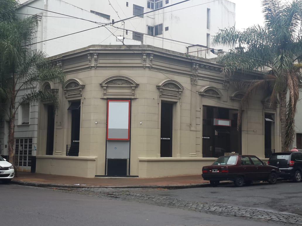 Foto Local en Alquiler en  La Plata,  La Plata  4 y 54