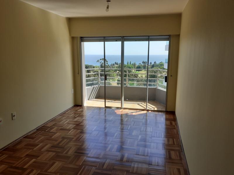 Foto Departamento en Venta en  Golf ,  Montevideo  Espectacular Apartamento de 1 dormitorio frente al Golf