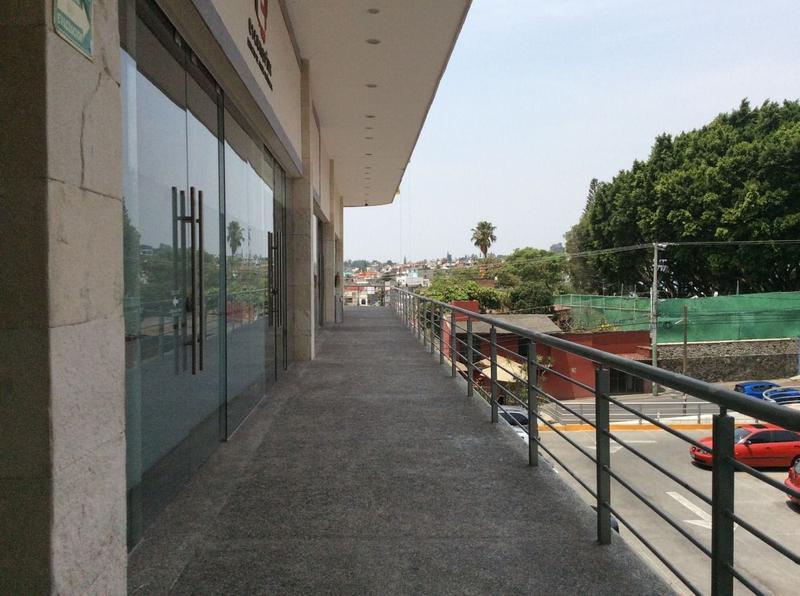 Foto Local en Renta en  Lomas de Tetela,  Cuernavaca  Local Renta Av. Calzada de Los Reyes Cuernavaca