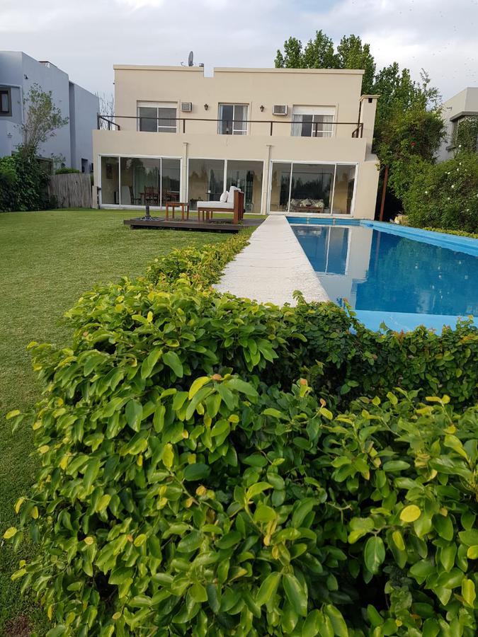 Foto Casa en Alquiler temporario en  Santa Barbara,  Countries/B.Cerrado  Santa Barbara