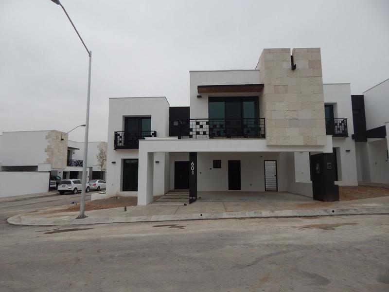 Foto Casa en Venta en  Valle de Cumbres,  García  Casa en Venta en Valle de Cumbres Premier (LJGC)
