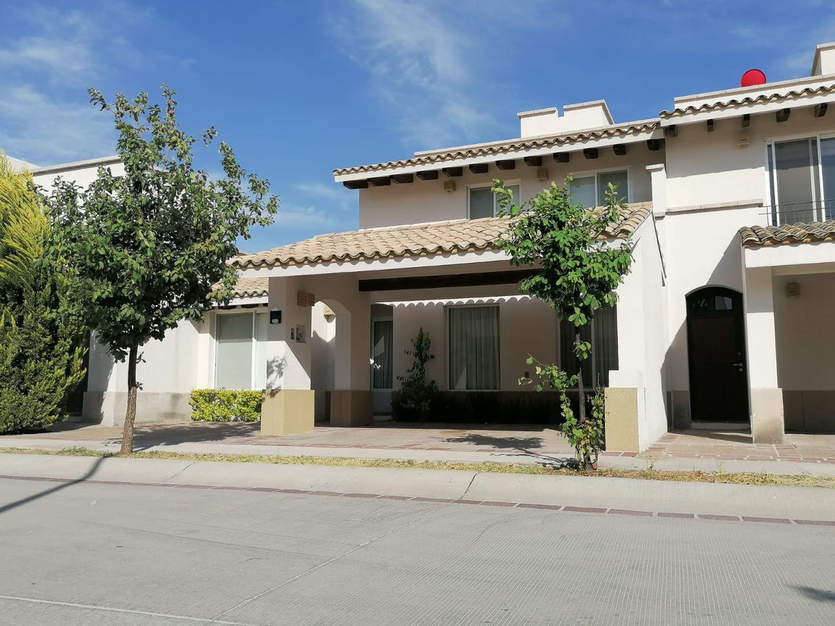 Foto Casa en Renta en  El Mayorazgo,  León  Casa en RENTA AMUEBLADA en el Mayorazgo, 3 recámaras, jardín, área de TV, tiene todo!