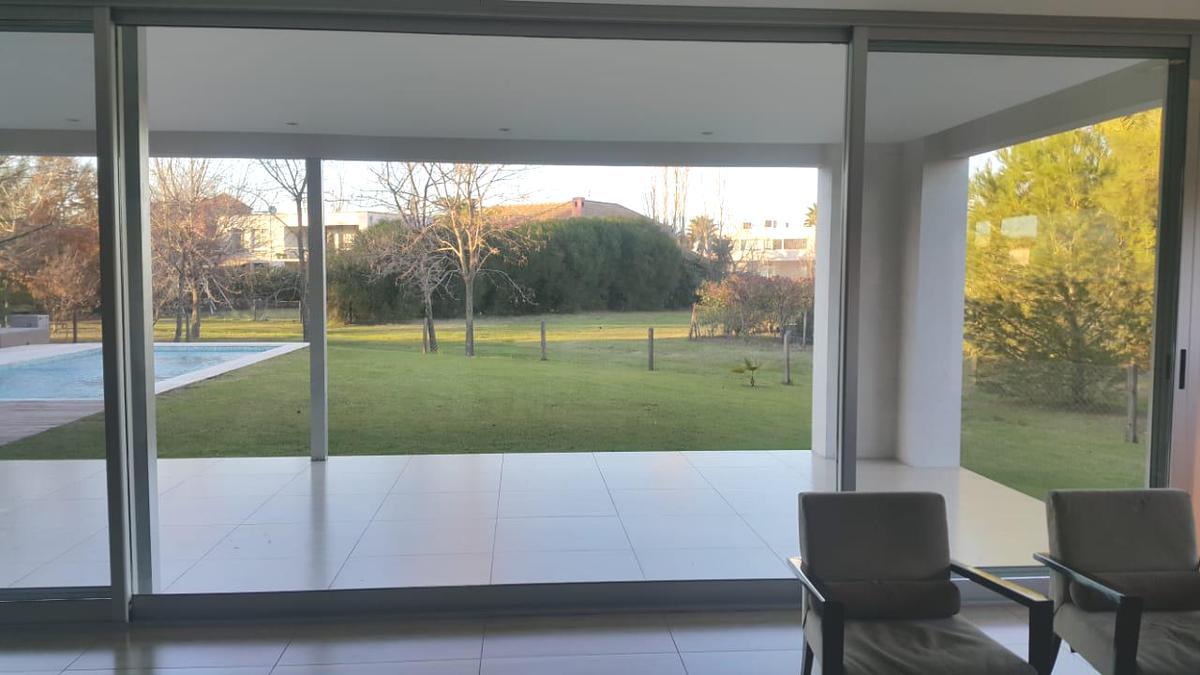Foto Casa en Alquiler en  Los Castores,  Nordelta  Los Castores Nordelta, Alquiler Casa de estilo moderno ,de 5 ambientes, con dependencias
