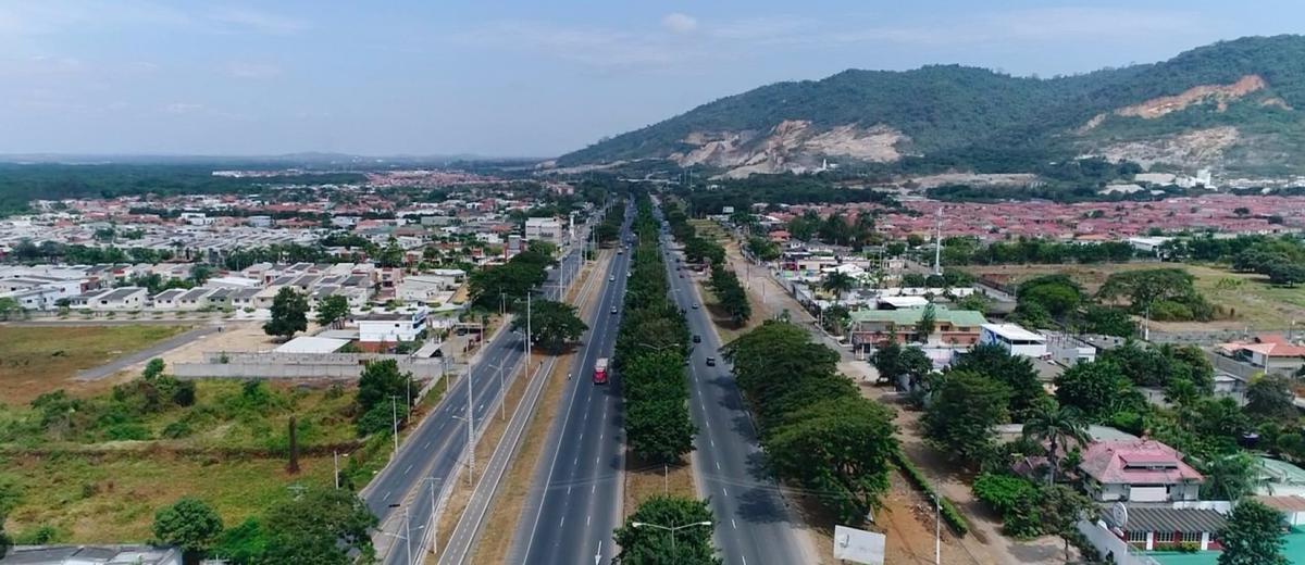 Foto Terreno en Venta en  Vía a la Costa,  Guayaquil  Vía Guayaquil - Salinas km 13 venta de terreno comercial al 4100
