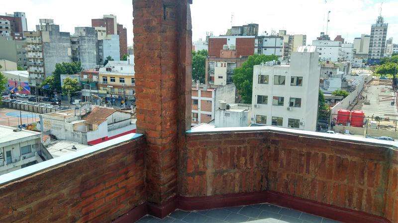 Foto Departamento en Venta en  Moron Sur,  Moron  Juan José Valle al 200