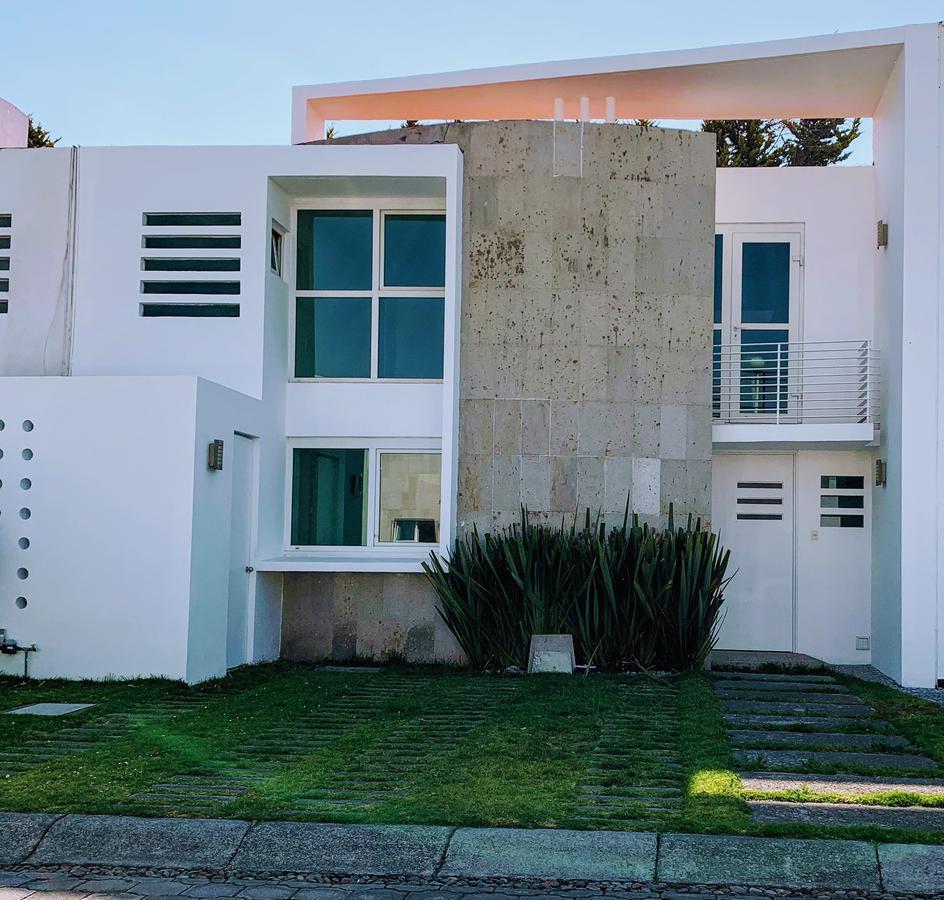 Foto Casa en condominio en Venta en  Bellavista,  Metepec  VENTA DE CASA CON AMPLIOS ESPACIOS EN METEPEC