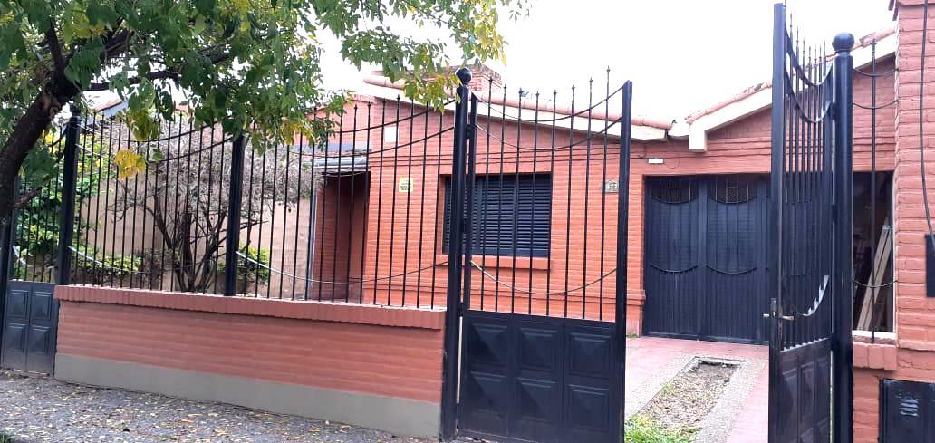 Foto Casa en Venta | Alquiler en  America,  San Miguel De Tucumán  Chile al 3800